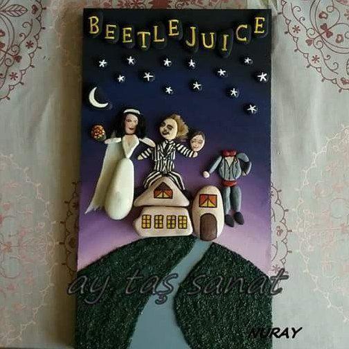 satıldı #beetlejuice #taş #boyama #taşboyama #stone #art #rock #stoneart #filmafişi #film #afişi #hediyelik #tablo#paintingstone #rockspaint #hobi #beterböcek #hobinisat
