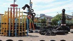 先週の日曜日に息子と娘を連れて東京都大田区にあるタイヤ公園へ行ってきました この公園とっても面白いんですよ 古タイヤを利用したロボットやロケットそしてゴジラのような巨大怪獣がいるんです 他の遊具もほとんどタイヤを使ってあります 子どもたちは大はしゃぎでした() tags[東京都]