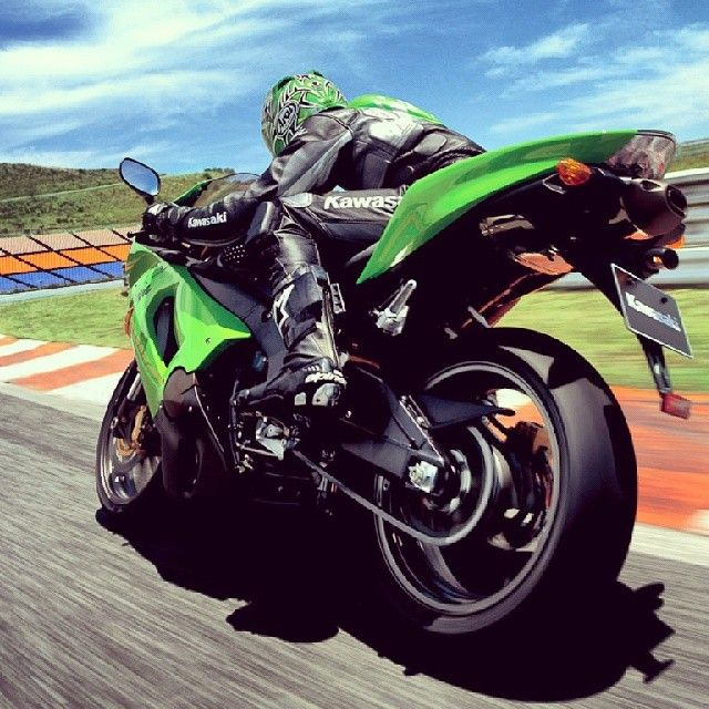 "@bikes_enchanter's photo: ""Kawasaki FAN ... Ninja people ... I think it's zx6r ... corrected to me if you know it . _ _ _ _ _ _ _ ☆ _ _ _ _ _ _ _ #yamaha #honda #suzuki #ktm #bmw #ducati #r1 #r6 #yzf #gsxr #rc8 #cbr #bahrain #ksa #uae #kuwait #lebanon #usa #uk #australia #vlogs #motorcycle #bikes #bikes_enchanter #twowheels #expect #kawasaki  _ _ _ _ _ _ _ _ _ ☆ _ _ _ _ _ _ _ _ _ If you wanna share a picture with us → Tag me [ #bikes_enchanter ]."""