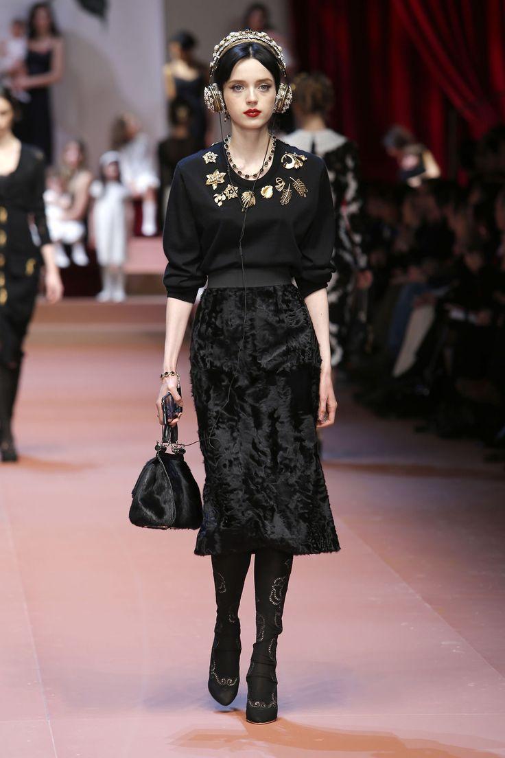 dolce-and-gabbana-winter-2016-women-fashion-show-runway-36-zoom