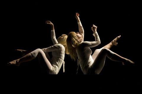 Ekko (2008) - Koreografi Julia Planterhaug - Dansere Marte Amundsen & Julia Planterhaug