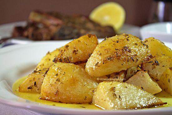 Εύκολες και νόστιμες πατάτες φούρνου με λεμόνι, σκόρδο, μουστάρδα και ρίγανη