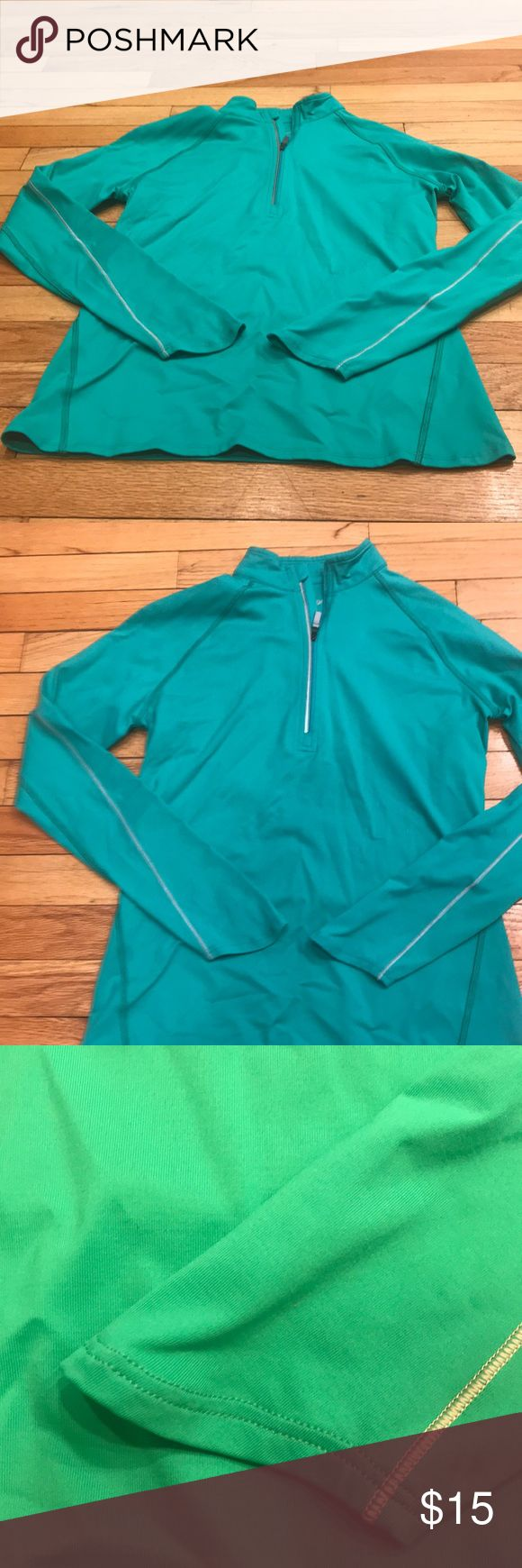 EUC CALLAWAY FIT DRY PULLOVER BU THE WAY THIS IS GREEN NOT BLUE! Great outdoor top for golfing , running , walking or riding in the car! What ever your pleasure! In amazing shape- wore it for a week when I pretended I was a golfer! Love the way the sleeves curve down on your hands ! Price is amazing - these things are expensive! Callaway Tops Sweatshirts & Hoodies