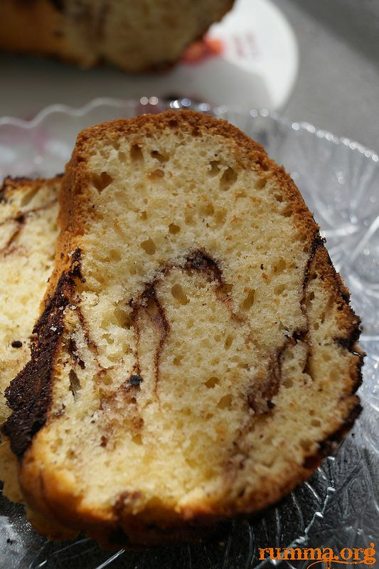 Kek tarifleri Ebruli kek kekler Kek tarifleri oldukça çok ..Eskiden kek tarifi denince klasik kek, portakallı kek ,kakaolu kek bir de iki renkli ebruli kek gelirdi..Bu kek tarifi hem farklı hem klasik..:) Diğer kek tariflerine buradan ulaşabilirsiniz. Ebruli kek için gerekenler Malzemeler: 4 yumurta 1,5 su bardağı şeker 4/3 su bardağı sıvı yağ 1 su …