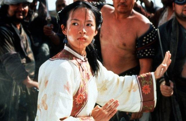 Une suite au fameux film d'arts martiaux Crouching Tiger, Hidden Dragon (2000) est présentement en préparation à The Weinstein Company, qui a réussi à acquérir les droits d'adaptation après des années de négociations ardues.