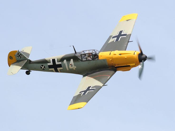 http://www.richard-seaman.com/Wallpaper/Aircraft/Fighters/Axis/Bf109e2oClock.jpg