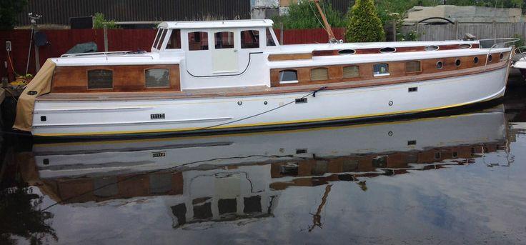 luxury live aboard broads cruiser.