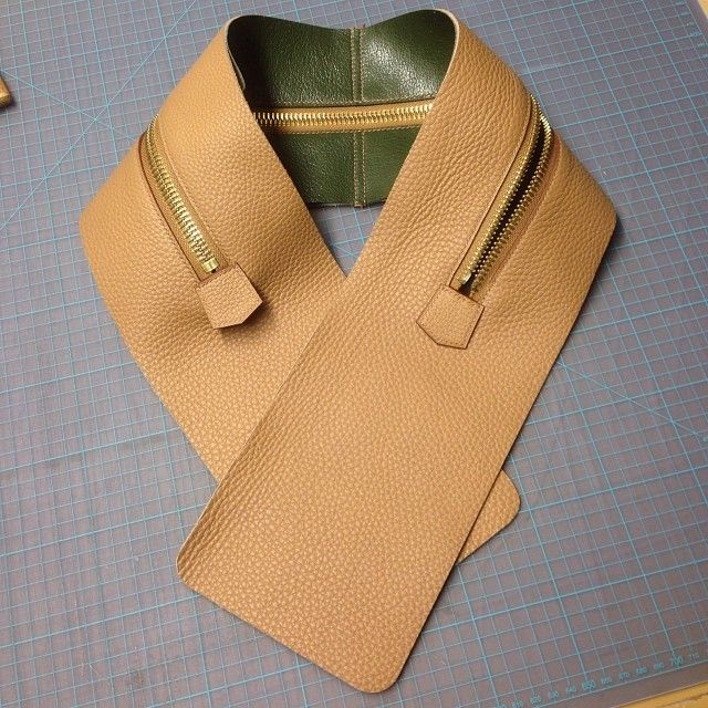 zipper gusset complete for the newey mens bag #leathergoods #luxury #saddlestitched #bespoke