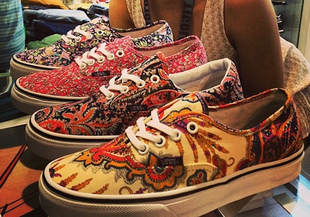 Liberty x Vans Now available @ Titolo Price: €67,75 More pics: http://chicksonkicks.com/index.php/releases/1404-liberty-x-vans