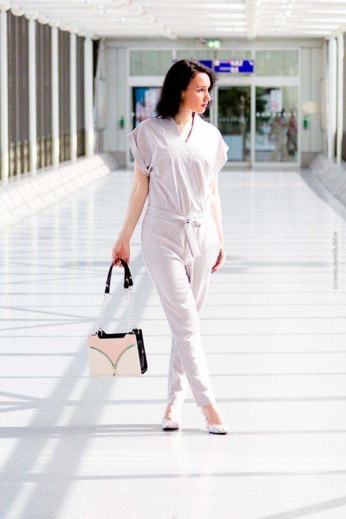 Fashionblog Frankfurt - Jumpsuit mit Peter Kaiser Pumps und Delieta Tasche am Frankfurter Flughafen - Modeblogger Fashionshooting - ASOS Jumpsuit