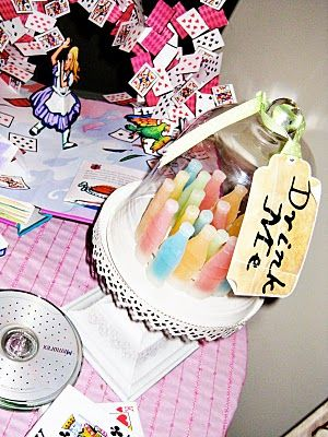 I wouldn't have thought of using wax bottle candies like this, but I love it!!!