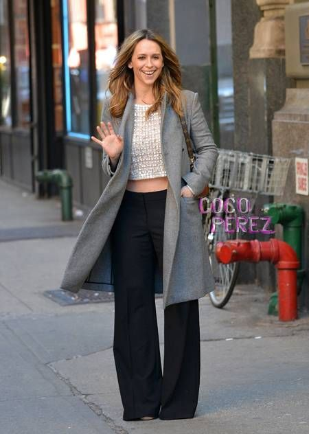 Jennifer Love Hewitt walks around Manhattan. Black pants, long grey coat