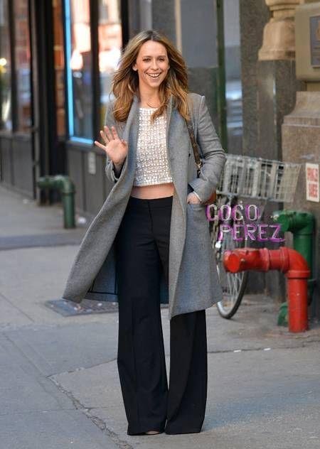 Jennifer Love Hewitt walks around Manhattan.