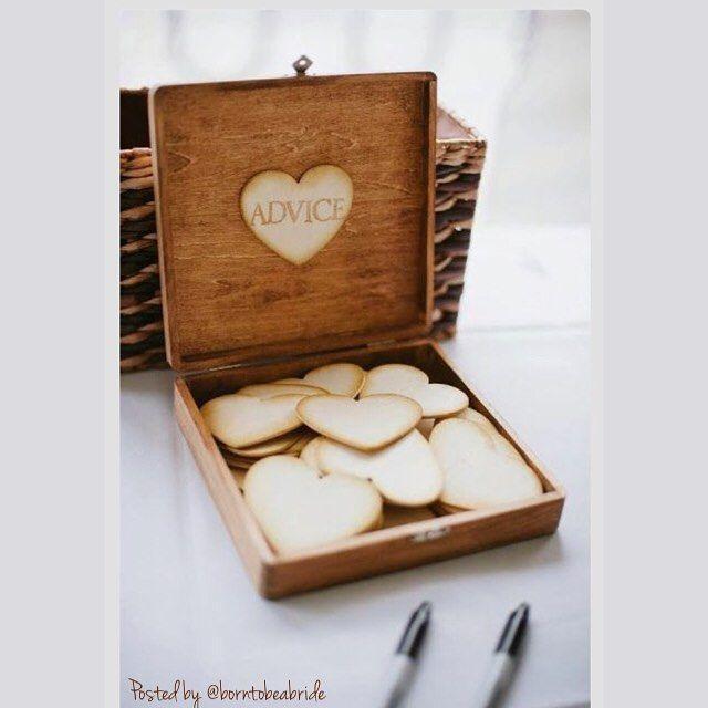 Uma caixinha de recados para os convidados deixarem mensagens aos noivos. Uma maneira linda de eternizar os mais belos votos ao casal.  --------------------------------------------------------- #bride #bridetobe #bridetobride #advice #mensagem #message #conselho #write #escrever #wedding #noiva #casório #casamento #top #fofo #cute #amor #live #love #convidados #guest #borntobeabride #b2bb