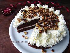 Raspberrybrunette: Jemná čokoládová torta s mascarpone a chrumkavými orechami v karamele