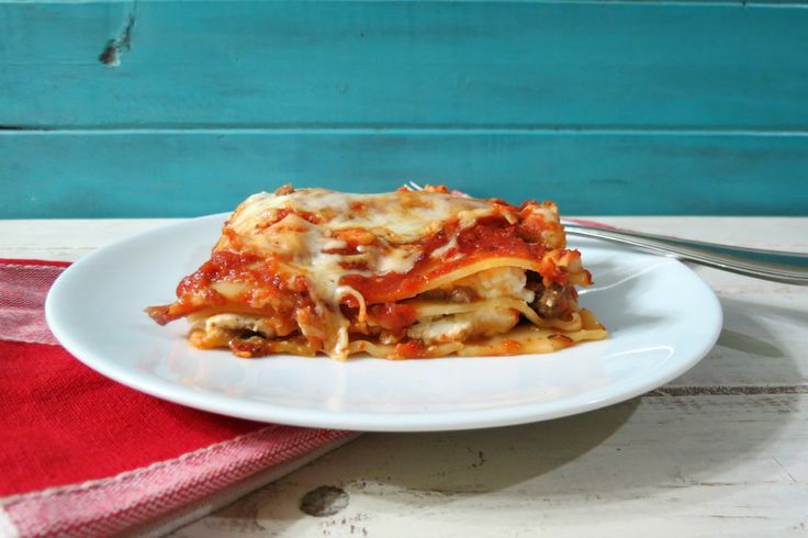 Three Cheese Meat Lasagna - A thick, saucy, meaty, cheesy Italian ...