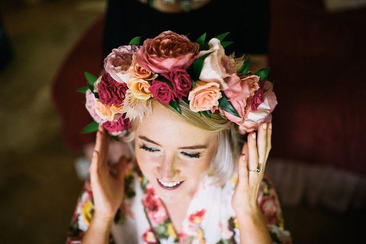 Praeclara Events. Flower Crown. Passion Roots. Hawaiian Wedding.