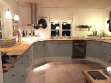 Media cocina pintada en Azul Báltico