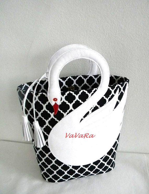 Quatrefoil Pattern White Leather Swan Bag Tote Purse di VaVaRa, $75.00