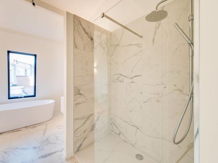 Te koop - Herenhuis 3 slaapkamer(s)  - bewoonbare oppervlakte: 229 m2  - Deze luxueuze belle époque herenwoning,met zeer veel lichtinval, gelegen binnen de singel in de populaire wijk Oud-Berchem werd stijlvol gerenoveerd (  2 bad(en) -  2 douche(s) -  2 gevel(s) -  2 toilet(ten) -  - oppervlakte kelder: 50 m2 - oppervlakte keuken: 12 m2
