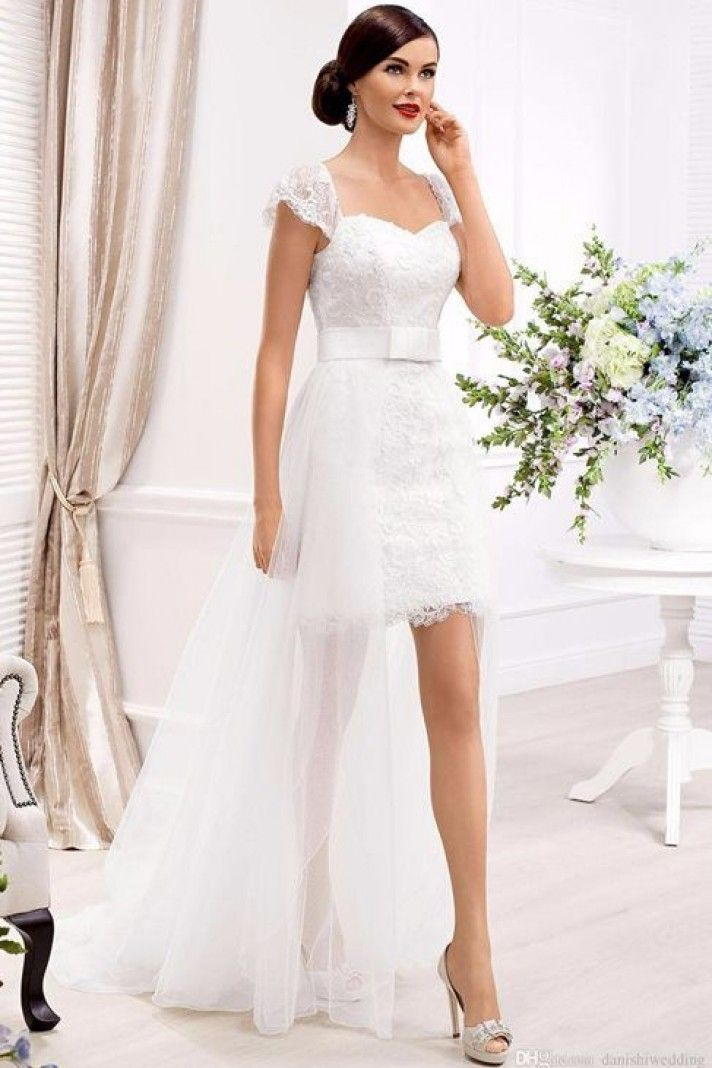 abiti da sposa corti davanti e lunghi dietro, modello adatto per un matrimonio in spiaggia o civile