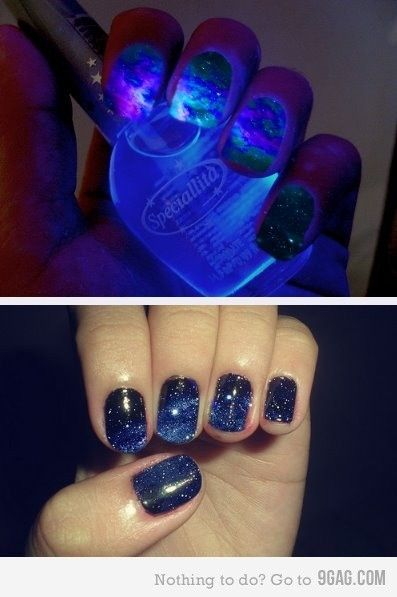 so cool!Dark Nails, Nails Art, Nailart, Nailpolish, Nails Polish, Black Lights, Galaxy Nails, Spaces Nails, Galaxies Nails