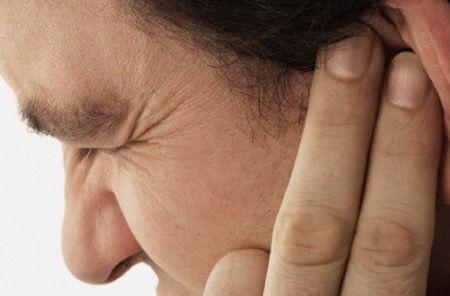 L'otite est une inflammation de l'oreille. Elle peut être déclenchée par un rhume, une infection des voies respiratoires, un traumatisme, la baignade... Découvrez comment soigner une otite naturellement avec des huiles essentielles. Elle touche majoritairement les enfants, mais les adultes ne so…