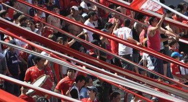 El fútbol, el deporte mas visto y jugado en Argentina, viene sufriendo hechos de violencia en los últimos meses, provocando la reacción de los seguidores del deporte en el país. Si bien ha sido un tema que siempre estuvo en las primeras planas de las noticias deportivas, los sucesos recientes han provocado un rechazo masivo de sus fanáticos.