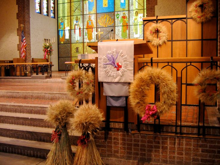 fall church decorations wedding | ... church takes on a golden hue of fall, thanks to the wheat decorations
