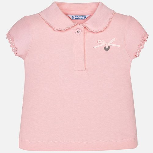 Summer short sleeve polo shirt for girls, soft and cool knitted fabric design for the hottest days. It is a piece that stands out for an original neck embroidered with waves and embroidered sleeves. Includes delicate bow that completes an ideal piece to enjoy this summer