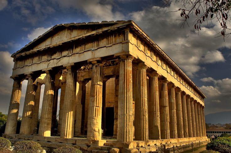 Hefestion  es un templo griego, situado en el noroeste del ágora de Atenas, en la cima de la colina llamada Colonos Agoreo. Desde el siglo VII hasta 1834, fue una iglesia cristiana.