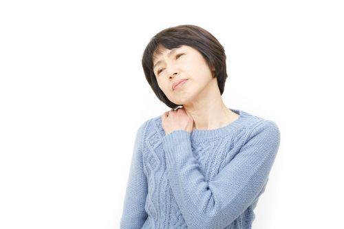 肩が上がらない、回らないなどの症状と痛みを覚えたら「五十肩」かもしれません。五十肩とは何なのか?原因や症状、治療方法など五十肩を患った人が知りたいと思う内容について詳しく解説します。