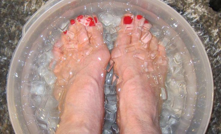 Wenn du häufig an Erkältungen und Grippe leidest, solltest du dein Immunsystem so schnell wie möglich stärken, um weitere Komplikationen und gesundheitliche Probleme zu vermeiden.Eiswasser kann zu einer Stärkung des Immunsystems beitragen, wenn es gezielt und richtig angewendet wird.Kalte Füße hingegen bewirken unter Umständen das Gegenteil. Das klingt paradox? Dann lies weiter, um zu erfahren,