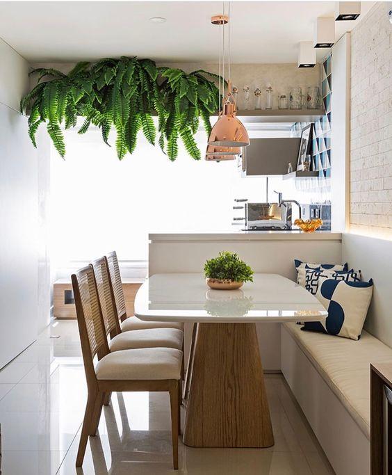 Nesse post mostro como você pode solucionar a falta de espaço na sala de jantar de uma forma charmosa, econômica e aconchegante.