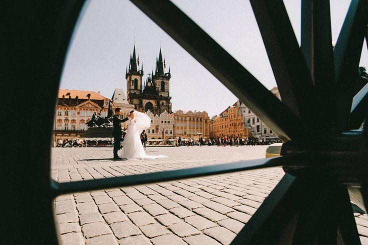 Wedding in prague, Prague castle wedding, Old Town Square wedding photo, Staroměstské náměstí svatba