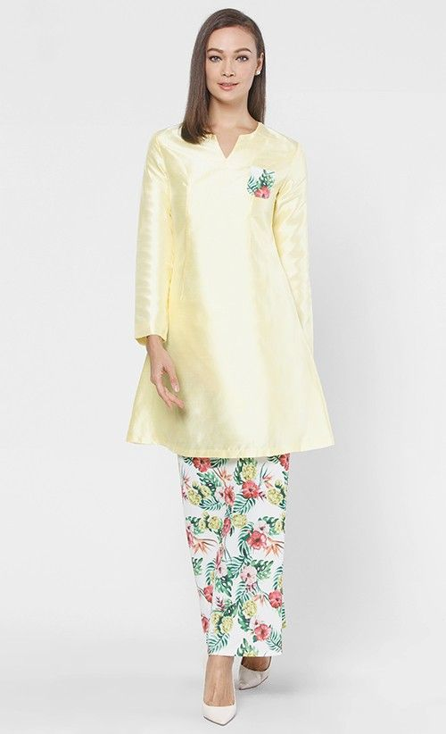 ROSA KURUNG SET IN YELLOW.. round neck would be perfect on me..