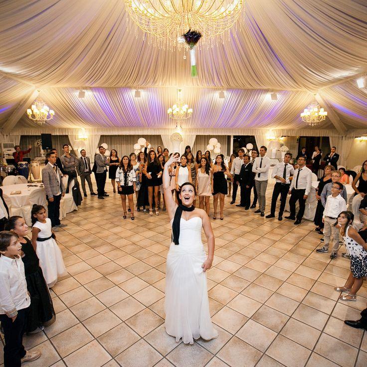 Morlotti Studio - Lancio del Bouquet #fotografomatrimonio #morlottistudio #weddingphotographer #wedding #apulia #salento #bari