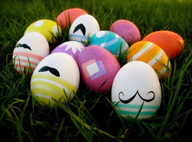 I might have to do this for Jacobs party since its right before Easter... #DIY Mustache Eggs! Absolutely adorable.