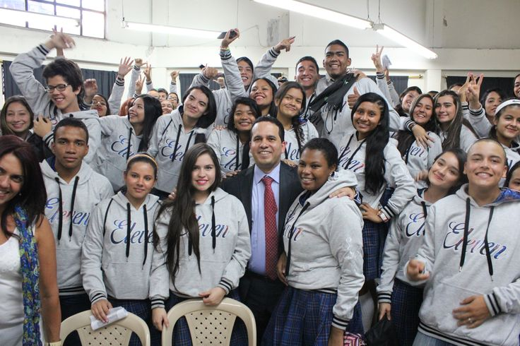 Entrega de chaquetas Prom 2015 a los alumnos de la I.E Simón Bolívar