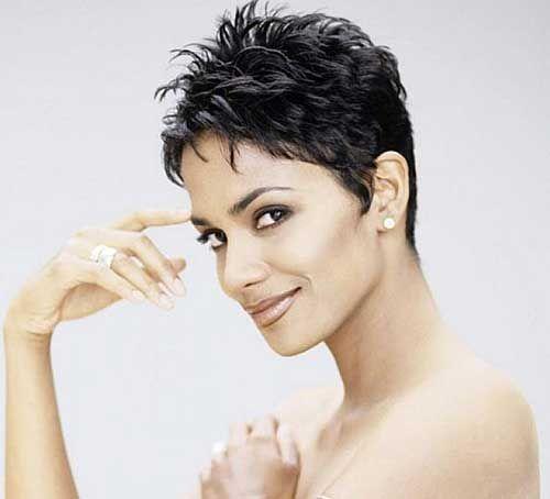 Kurze Haarschnitte für schwarze Frauen über 40