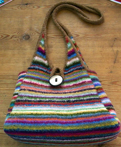 Pyramid Knitting Bag Pattern : 47 best images about Knitting - Bags on Pinterest Free pattern, Cable and R...