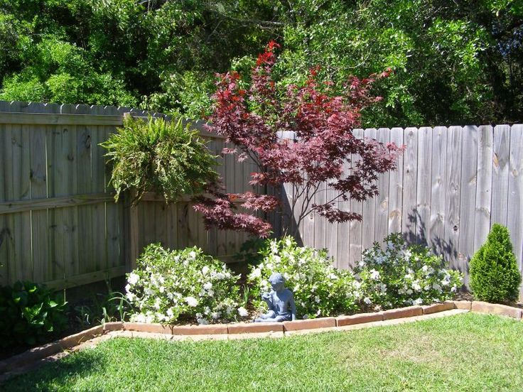 Corner landscaping gardens pinterest landscaping for Backyard corner ideas