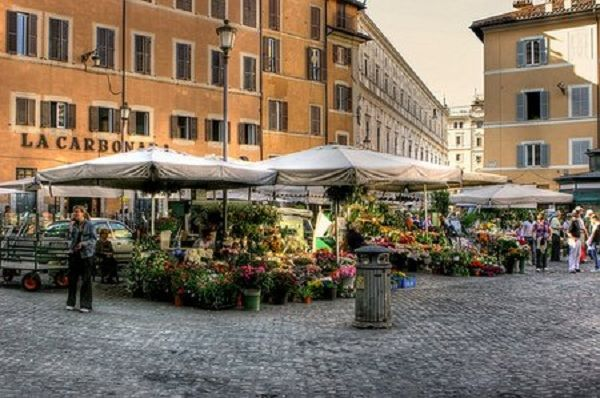 When in Rome | Markets in Rome - a list of markets in Rome with a description, how to get there, and when it opens. #Roma