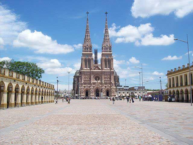 La Basilica Nuestra Señora de Luján - con Horarios, Hisotria, Como Llegar y Misas en la Basilica de Luján