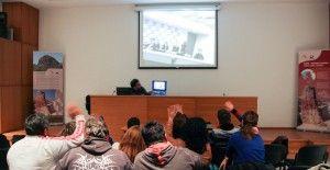 Τηλεδιάσκεψη με το Γεωπάρκο San'in Kaigan και το Γυμνάσιο Toyooka από την Ιαπωνία Με επιτυχία πραγματοποιήθηκε η ημερίδα με θέμα «ΓΕΩΠΑΡΚΟ ΛΕΣΒΟΥ: Γεωτουριστικές διαδρομές της Λέσβου» που πραγματοπ…