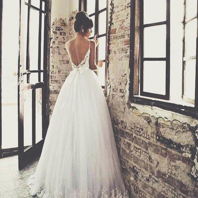 TIPS ON BUYING YOUR WEDDING DRESS - Glitter & Lace Wedding Blog