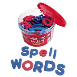 #dysorthographie - Une « boîte à lettres » magnétiques souples pour créer des mots à volonté (104 pièces) sans avoir besoin d'effacer ou raturer. 2 couleurs pour différencier les consonnes, bleues, et les voyelles, rouges, d'une manière agréable au toucher et facile à manipuler. Lettres minuscules et majuscules.
