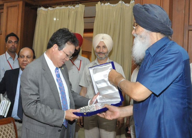Today we offered a plug and play industrial park adjoining the international airport, Mohali exclusively to prospective South Korean investors for setting up their ventures in the state. During a high level interaction with a South Korean delegation which was presided over by Punjab Chief Minister Sardar Parkash Singh Badal. #youth#akali#dal #CM#Parkash#Singh#Badal #Sukhbir#Singh#Badal