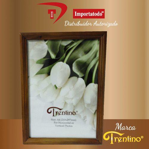 Portaretrato de Madera marca TRENTINO. Modelo PR-310 B para fotos tamaño Diploma.