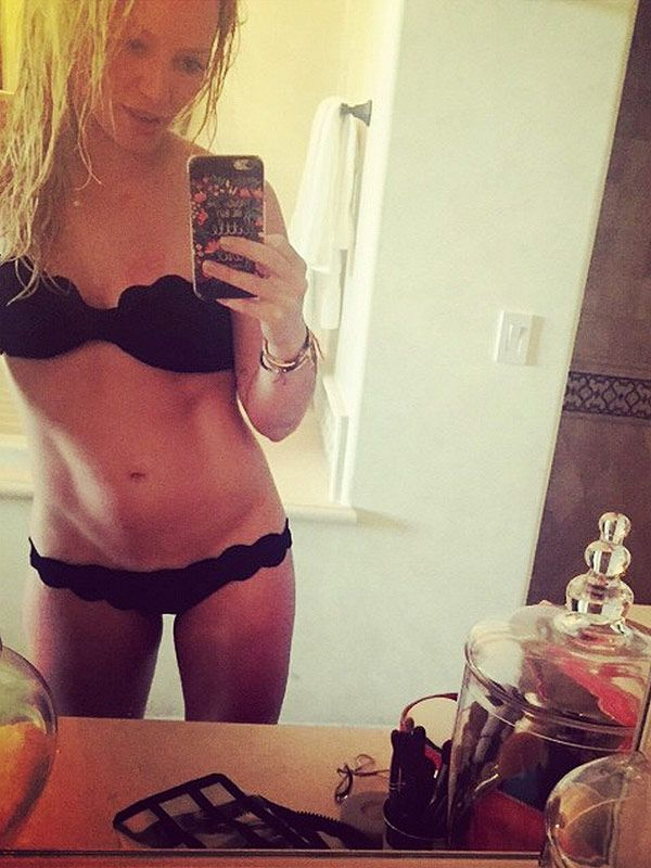 Hilary Duff Posts Sexy Bikini Selfie to Inspire Other Moms http://stylenews.peoplestylewatch.com/2015/03/16/hilary-duff-shares-sexy-bikini-photo-for-moms/